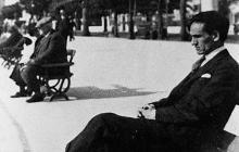 El poeta César Vallejo en Niza, Francia, en 1929.