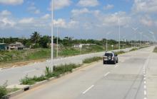 Con tronco en la vía delincuentes detienen y roban a ejecutiva de Zona Franca
