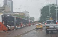 Fuertes lluvias y marcha causan retrasos en el servicio de Transcaribe