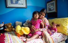 La niña oriunda de Bangladesh captada en su casa materna.