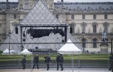 """Reabren plaza del Museo de Louvre tras evacuación por """"paquete sospechoso"""""""