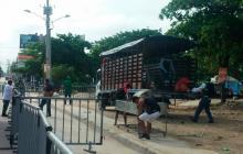 Policía desaloja locales en avenida Las Torres