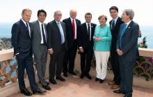 El presidente del Consejo Europeo, Donald Tusk, el primer Ministro japonés, Shinzo Abe, el presidente de la Comisión Europea, Jean-Claude Juncker, posan junto al presidente de los Estados Unidos, Donald Trump y su colega de Francia, Emmanuel Macron, la canciller alemana Angela Merkel, el primer ministro de Canadá, Justin Trudeau, y el anfitrión del primer ministro italiano, Paolo Gentiloni.