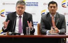El ministro de Hacienda Mauricio Cárdenas y el superfinanciero Jorge Castaño.