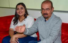 La actriz Victoria Ortiz junto a Gustavo Nieto Roa, director de 'Mariposas verdes'.