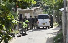 Uniformados de la Policía e Infantería durante un patrullaje en Turbaco.