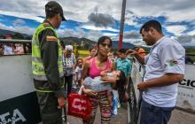 Nerviosos, venezolanos se alistan para huelga en ultimátum a Maduro