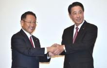 Akio Toyoda, director general de Toyota y Masamichi Kogai, director general de Mazda.