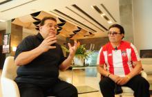 Richie Ray y Bobby Cruz durante la entrevista en el lobby del hotel Four Points by Sheraton.
