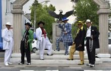 """Un grupo de """"Pachucos"""" posa para una fotografía en Ciudad de México."""