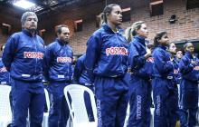 Elías Del Valle (izq.) y un grupo de campeones.