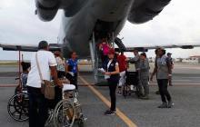 Los damnificados de los huracanes en el Caribe cuando abordaban el avión para retornar a nuestro país.