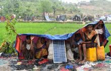 Miles de rohinyás están atrapados entre Birmania y Bangladés