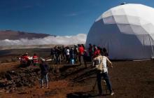 Tras ocho meses en un domo simulando la vida en Marte, salen los seis voluntarios