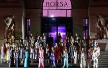 Ferragamo presentó desfile en Milán junto a polémica escultura
