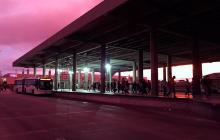 Avanza la instalación de luminarias en las estaciones de Transmetro