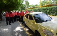 Ocho taxistas de Asotaeba, empresa autorizada en el aeropuerto Ernesto Cortissoz.