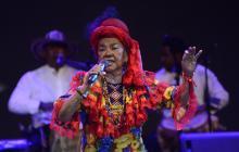 La cantadora colombiana Totó la Momposina, en el escenario.