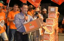 Precandidato Carlos Caicedo reporta que llegó al millón de firmas