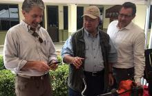 Kevin Whitaker, embajador de EEUU en Colombia (izq), y Luis Carlos Villegas, ministro de Defensa.