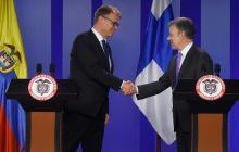 El primer ministro de Finlandia, Juha Sipiläsu y el presidente colombiano, Juan Manuel Santos.