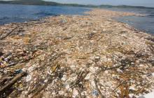Esta es la 'isla de plástico' que flota en el mar Caribe