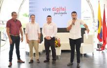 De izquierda a derecha: Carlos Escalante, Nicolás Silva, Kevin Ibáñez y Rubén Fontalvo, durante el acto de entrega de las conexiones a internet, ayer.
