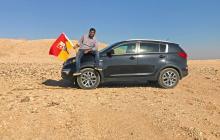 Dixit llegó hasta el lugar en su carro, clavó una bandera y proclamó su propio reino.