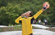 Mariana Pajón celebrando un medalla de oro en la prueba de BMX, en Santa Marta.
