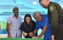 Alejandro Char, Joao Herrera y Karen Abudinen firman el pacto.