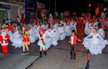 Bailarines se toman las calles de Barranquilla en La Gran Parada Navideña.