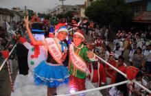 Los reyes infantiles del Carnaval de la 44 desfilaron en una carroza