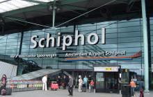 Policía abre fuego contra hombre armado en el aeropuerto de Amsterdam