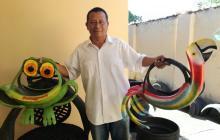 Arte hecho con llantas para mejorar el medio ambiente
