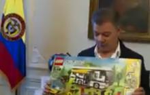 Santos cumple su promesa y le compra un Lego a niño que cambió su regalo de navidad por conocerlo