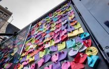 """Un """"muro de los deseos"""" en Times Square recoge miles de ruegos para Año Nuevo"""