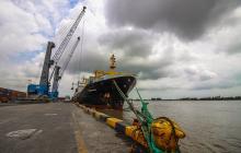 Embarcación atracada en el terminal de la Sociedad Puerto de Barranquilla.
