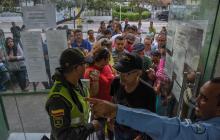 La larga fila que se vivió la tarde de este jueves en la registraduría de la calle  58 con cra. 77, en Barranquilla.