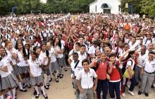 Un grupo de estudiantes de la Escuela Normal Superior La Hacienda.