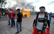 Hernández recibe la banda presidencial en medio de protestas en Honduras
