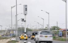Cámara de fotomulta ubicada en la avenida Circunvalar de Barranquilla.