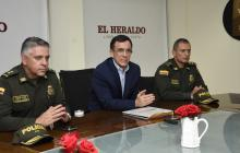 Los tres altos oficiales durante su visita a EL HERALDO.