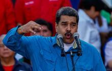 """""""Santos me envidia porque yo bailo 'La Pollera Colorá' y él no sabe bailar"""": Maduro"""