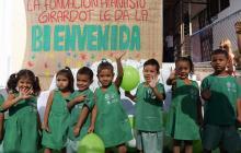 Alcaldía entrega uniformes para los 24.000 niños de los CDI