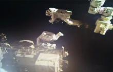 Astronautas de Japón y EEUU en caminata espacial para reparar brazo robótico de ISS