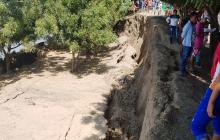 Aspecto de la erosión costera que se registra en Guáimaro, Salamina.