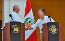El presidente peruano Pedro Pablo Kuczynski junto a su homologo colombiano Juan Manuel Santos.