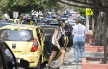 Transporte público: taxis en política y los que trabajan cobran carrera mínima a 10.000 pesos