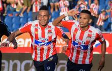 Alvez y Díaz celebrando el gol ante Bucaramanga.