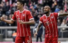 Robert Lewandowski celebra un gol con el Bayern junto a Arturo Vidal.